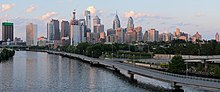 Philadelphia from South Street Bridge July 2016 panorama 2.jpg