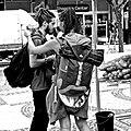 Photojournaliste couple (23322934855).jpg