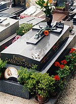 Edith Piafs grav, juli 2001