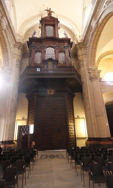 Pipe organ - Iglesia del Salvador - Seville.JPG