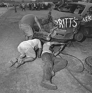 Demolition derby - Pit crews have to work together efficiently in order to repair heat winning cars so they can return to compete in the feature event. Most derbies require that the same car qualifying in the heat must be used in the feature. Occasionally, some derbies allow heat winners to use a fresh car in the feature.