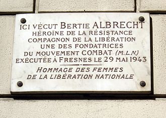 Rue de l'Université (Paris) - Image: Plaque Berty Albrecht, 16 rue de l'Université, Paris 7