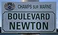 Plaque Boulevard Newton - Champs-sur-Marne (FR77) - 2021-04-24 - 1.jpg