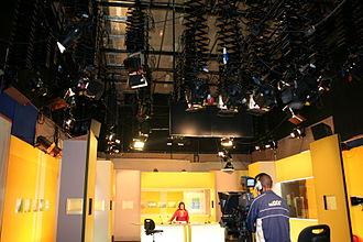 Les projecteurs assurant l éclairage d un plateau de Télé Réunion. 45cd04940577