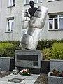Pomnik Władysława Grabskiego, patrona ZSP Nr 4 w Łowiczu.jpg