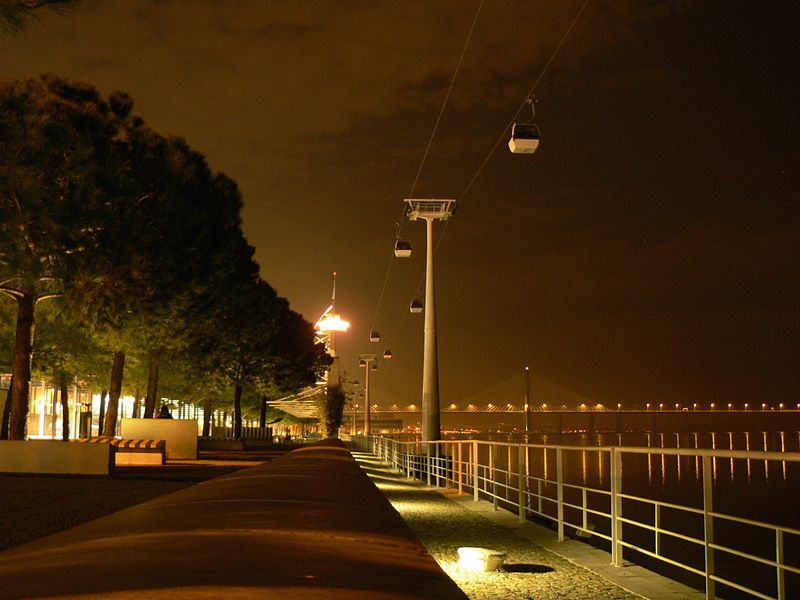 Image:Ponte Vasco da Gama by night.JPG