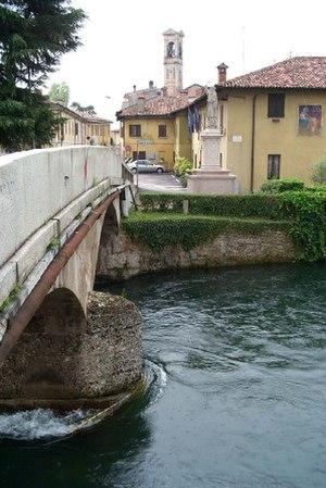 Naviglio Grande - Bridge on the Naviglio Grande, in the town of Cassinetta di Lugagnano.