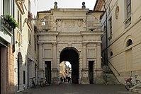 Porta Dojona Lato Nord.jpg