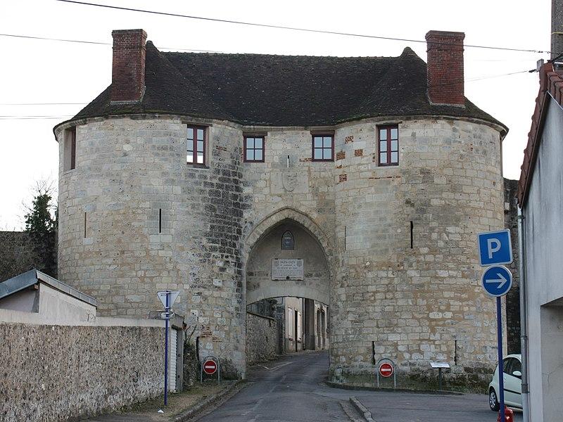 La porte Saint-Pierre à Château-Thierry.