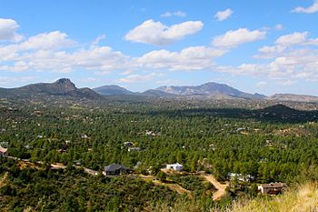 English: View over Prescott looking north to T...