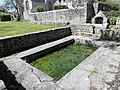 Primelin (29) Chapelle Saint-Tugen Fontaine 01.JPG
