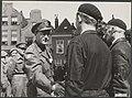 Prins Bernhard neemt afscheid van de commandant der Binnenlandse Strijdkrachten , Bestanddeelnr 014-0562.jpg