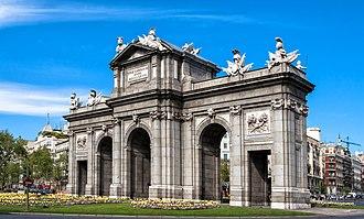 Puerta de Alcalá - Image: Puerta alcala juanlufer 4