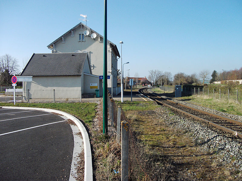 Platform of the Saint-Bonnet-de-Rochefort railway station, in the Commentry–Gannat railway [10473]