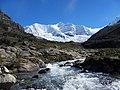 Quebrada y río Cojup con el nevado Palcaraju al fondo.jpg