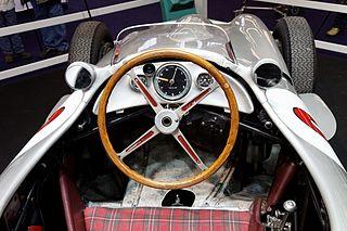 320px-R%C3%A9tromobile_2011_-_Mercedes_W
