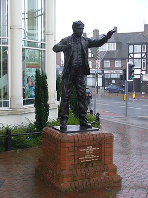 English: Bronze statue of the composer Ralph V...