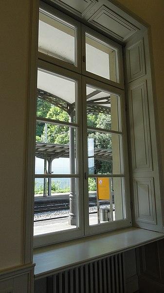 File:Remagen, Bahnhof Rolandseck, Hans-Arp-Allee DSC03377.jpg