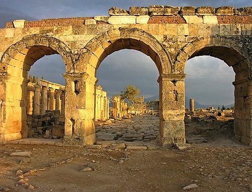http://upload.wikimedia.org/wikipedia/commons/thumb/3/36/Roman_Gateway%2C_Turkey.jpg/500px-Roman_Gateway%2C_Turkey.jpg
