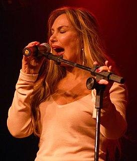 Rosanah Fienngo Brazilian singer