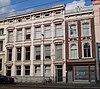 foto van Herenhuis met gepleisterde lijstgevel. Stucversieringen en in paren geplaatste consoles onder de kroonlijst