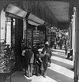Rue de Rivoli, Paris, 1907.jpg