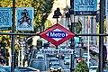 Símbolo de las entradas al metro de Madrid .jpg