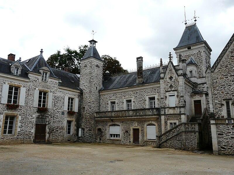 Votre demeure n'a pas encore été créée? 800px-Saint-Priest-les-Foug%C3%A8res_Oche_ch%C3%A2teau_%282%29