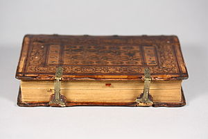 Book clasp - Image: Sammelband CHF edge view