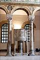 SantApollinare Nuovo Pulpito marmoreo.jpg