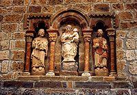 Esculturas en el iglesia de Santa María, en Piasca, Cantabria.
