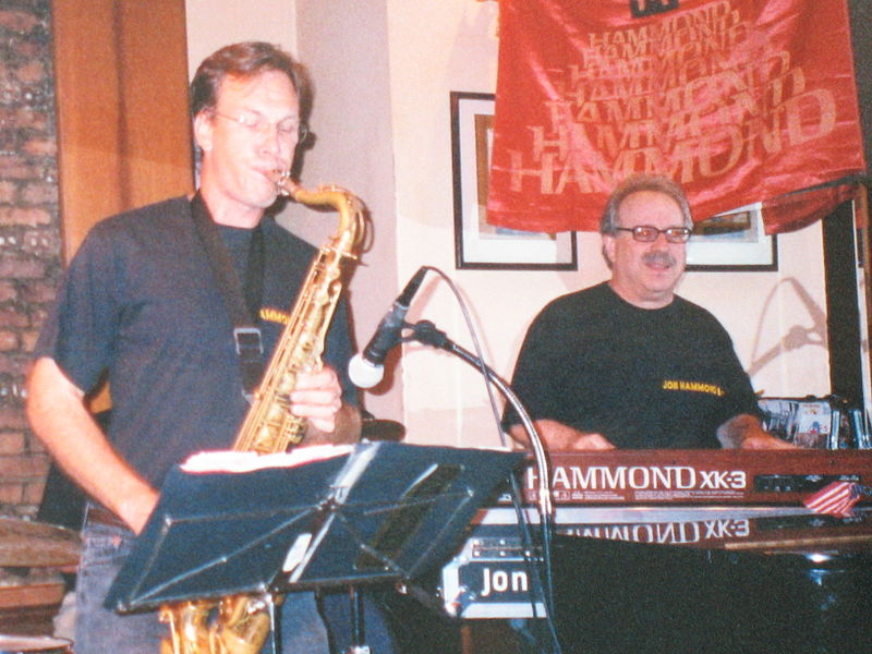 File:Saxophonist Tim Armacost and organist Jon Hammond on XK-3 Hammond organ.jpg