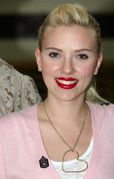 File:Scarlett Johansson in Kuwait 01.jpg
