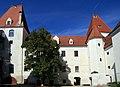 Schloss Orth 2012 Innenhof b.jpg