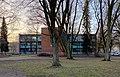 Schule Brucknerstraße in Hamburg, Kreuzbau gerade.jpg