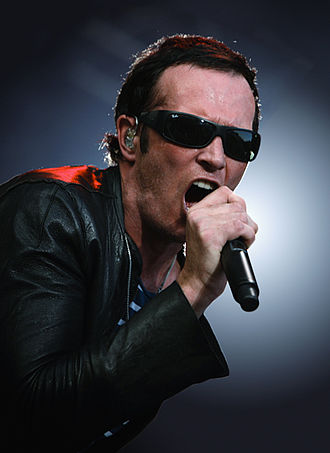 Stone Temple Pilots (2010 album) - Scott Weiland singing at the St. Gallen OpenAir Festival in Switzerland.