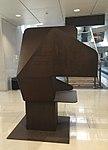 Sculpture non identifiée - aéroport de Madrid - terminal 1.jpg
