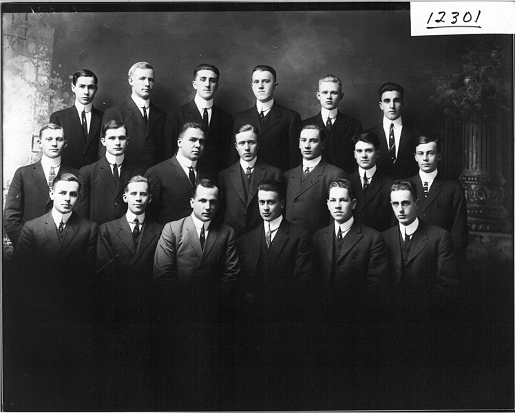 File:Sigma Chi group portrait 1913 (3190790371).jpg