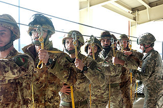 Paracadutisti Paratroopers of Italy.