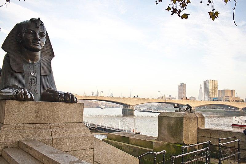 File:Sphinx and Waterloo Bridge - panoramio.jpg
