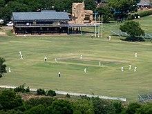vue en plongée sur un terrain de cricket