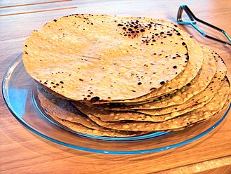 Papadum - Image: Stack of papadums