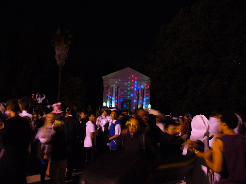 File:Stanford Mausoleum Halloween Party 3.jpg