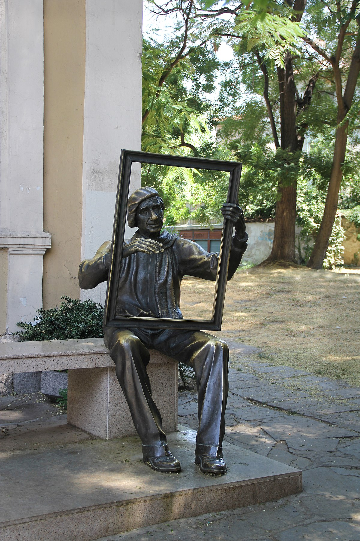Renov & Co Les Herbiers file:statue of an artist tzanko lavrenov, plovdiv