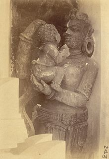 Statue of mother and child, Jagannatha Temple, Puri.jpg