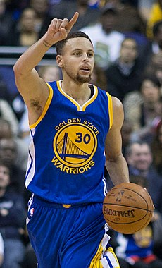 Curry con a chambreta d'os Warriors en 2016