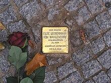 Una Stolperstein collocata a Berlino