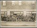 Students posing outside Seattle Engineering School, 1917 (MOHAI 10997).jpg
