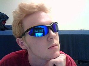e042977493bc Mirrored sunglasses - Wikiwand