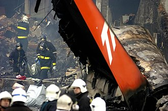 TAM Airlines Flight 3054 - Flight 3054's passengers being recovered by emergency workers